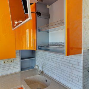 Угловая глянцевая кухня в стиле модерн в Калининграде