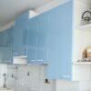 Большая прямая глянцевая кухня в стиле модерн Blue Metallic на заказ в Калининграде