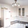 Белая угловая кухня с радиусными фасадами в классическом стиле на заказ в Калининграде